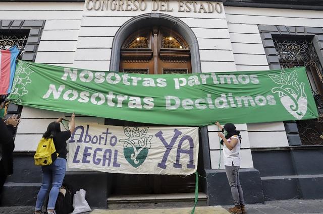 Toman el Congreso de Puebla y exigen despenalizar el aborto