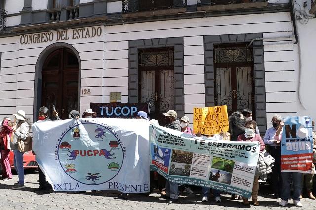 Morena traicionó al pueblo al no desprivatizar el agua, acusan