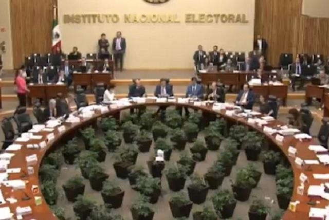 Magistrados electorales y consejeros del INE piden ganar más que AMLO