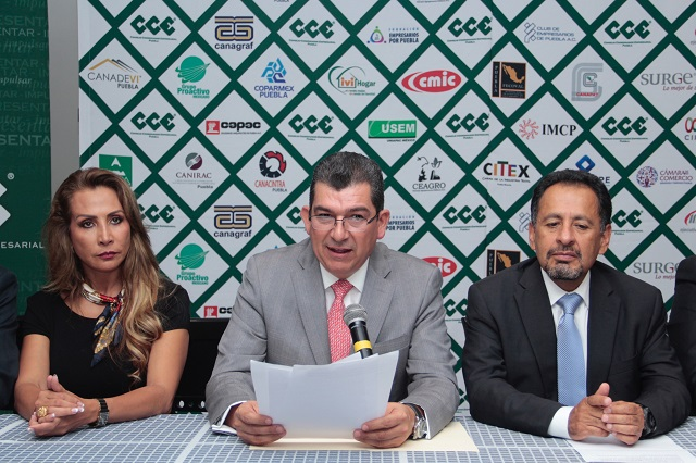 Permanecerá Montiel Solana al frente del CCE un año más
