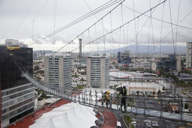 Construyen puente de cristal para atraer turismo en Puebla