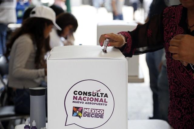 Cierra consulta en Puebla con guiño al aeropuerto de Santa Lucía