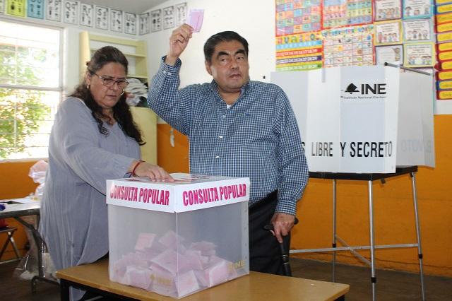 """Barbosa y morenistas votan en consulta; fue """"show"""": PAN y PRD"""