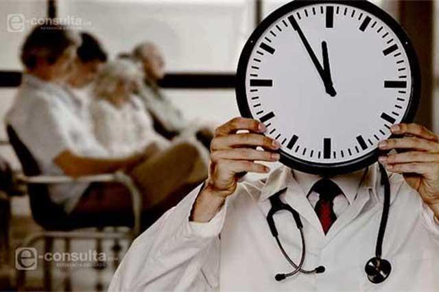 Esperan casi 2 horas para una consulta en Tehuacán y Zapotitlán
