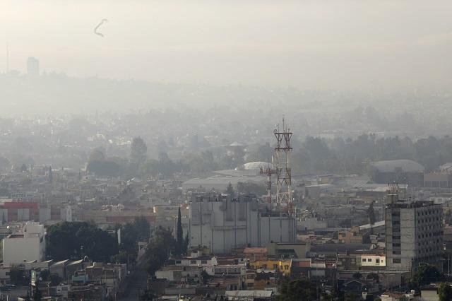 Amanece Puebla en el 2020 bajo niebla de contaminantes