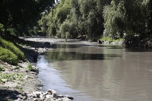 Se desborda el río Atoyac en la Reforma Sur e inunda a 10 viviendas