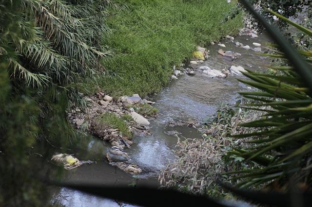 Desde casas particulares empresas textiles contaminan el Atoyac