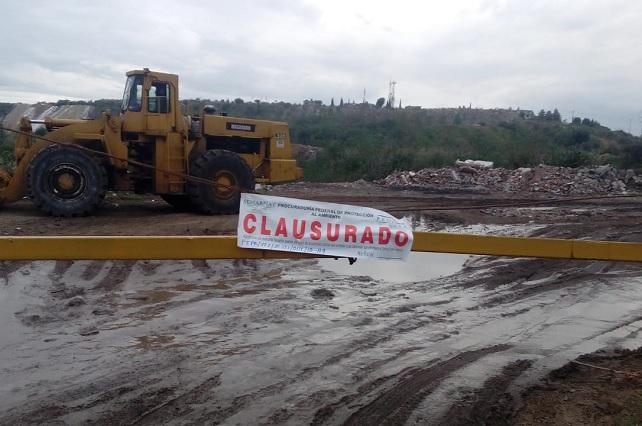 Clausuran predio a empresa por depositar contaminantes peligrosos