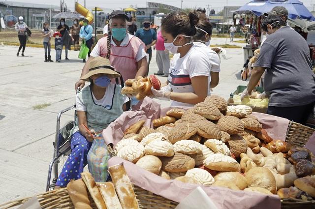 Regalan 2 mil piezas de pan en la unidad Agua Santa