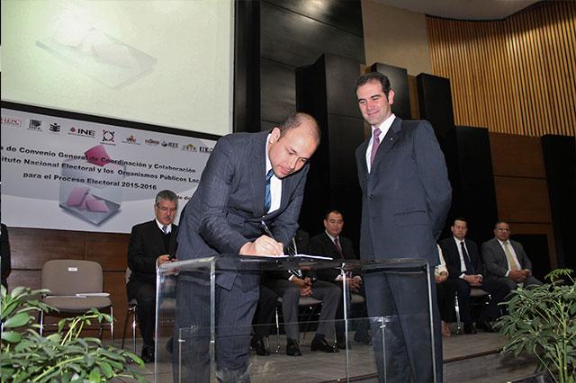 Firman IEE e INE convenio para el proceso electoral 2015-2016