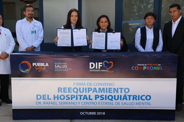 Entrega Dinorah López de Gali equipo médico en Centro de Salud Mental
