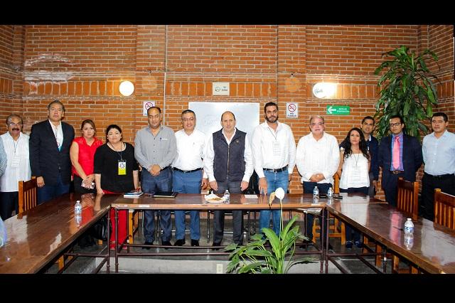 Levantan banderas rojinegras en Tehuacán tras acuerdo de pago