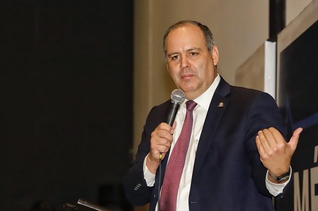 Exigen a AMLO frenar ataques contra presidente de Coparmex