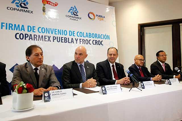 Dan 47 ambulancias a gobierno de Puebla