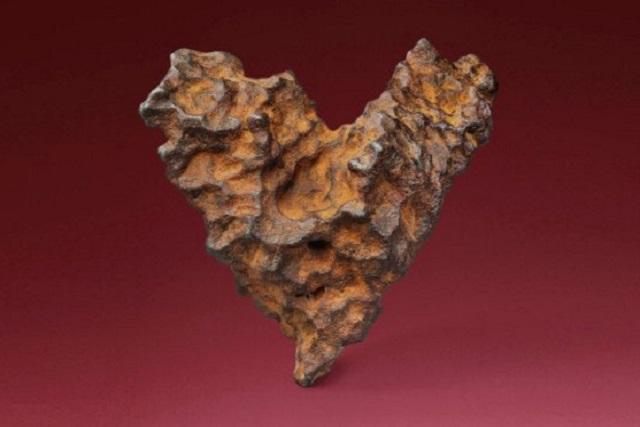 En la víspera de San Valentín, subastarán meteorito en forma de corazón