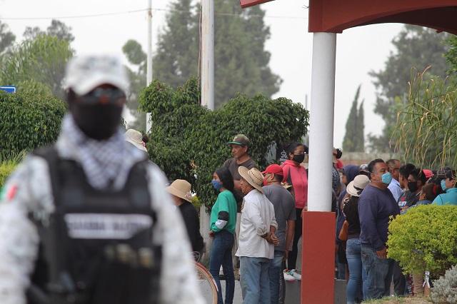 Inconformes prenden fuego en planta baja de la alcaldía de Coronango