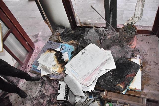 En destrozos a alcaldía de Coronango queman 60 expedientes del juzgado