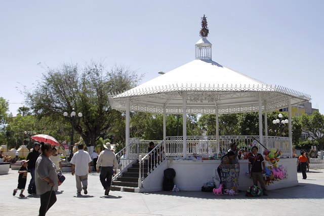 Comercios de Acatlán reinician actividades pese a Covid-19