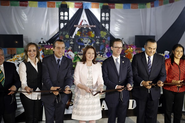 Montan ofrendas en los principales edificios del Centro Histórico de Puebla