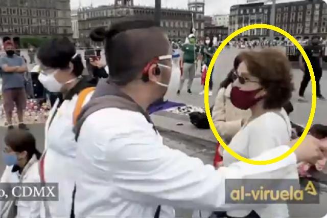 Médicos corren a señora de FRENA que intentó infiltrarse a su manifestación
