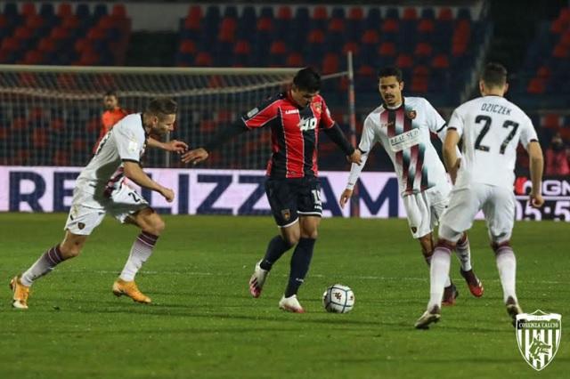 Al percatarse de que jugaban con 12, árbitro deja al Cosenza con 10 jugadores