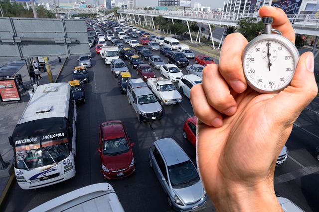 Pierden poblanos 3,900 pesos y 114 horas al año en el tráfico
