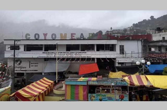 Tianguistas de Coyomeapan acusan de hostigamiento al edil