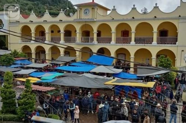 Protestan contra cacicazgo de los Celestino en Coyomeapan