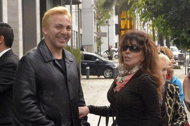 Verónica Castro le regaló PlayStation 5 a Cristian por su cumpleaños