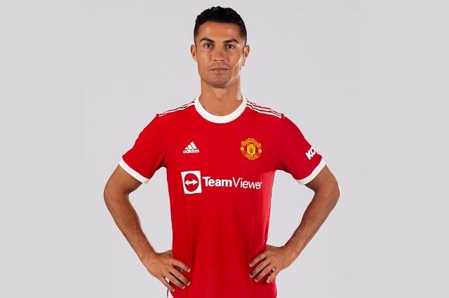 Cristiano posa con jersey del United, aún sin dorsal