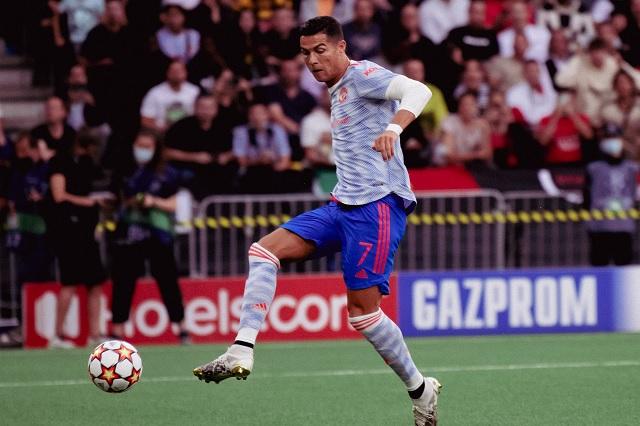 Ronaldo anota, pero Manchester cae en su debut de Champions