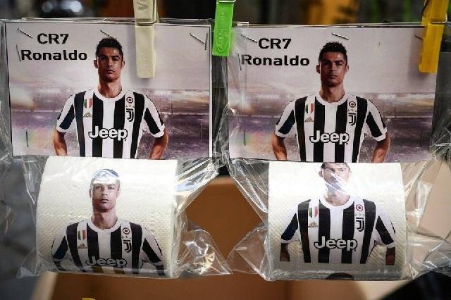 En Nápoles ponen cara de Cristiano Ronaldo en el papel higiénico