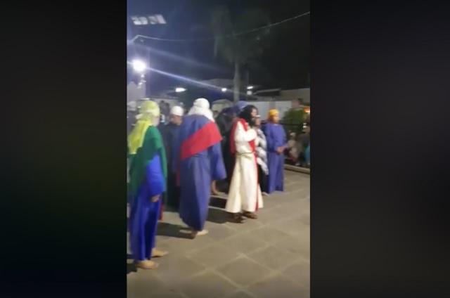 Actor ebrio interpreta a Cristo en Viacrucis de Tlaxcala