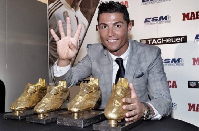 Cristiano Ronaldo recibe Bota de Oro y su hijo le hace la Britney-señal