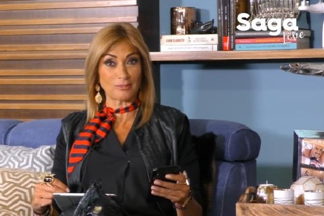 Critican a Adela Micha por pedir dinero por YouTube para La Saga