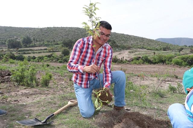 Encabeza edil de Quecholac jornada de reforestación