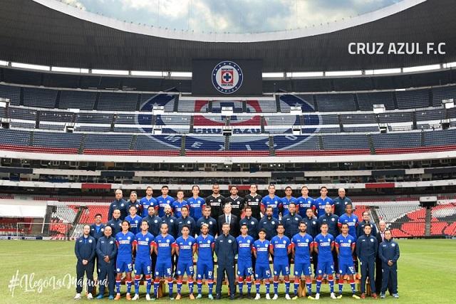 """El Cruz Azul le """"photoshopeó"""" su escudo al Estadio Azteca"""