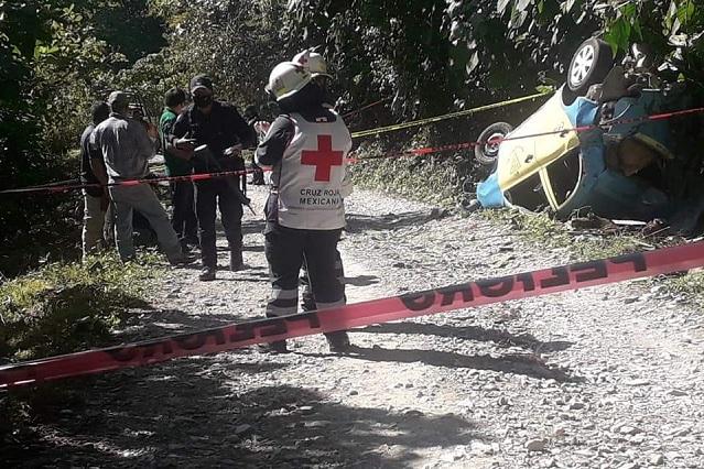 Muere chófer de taxi al caer de barranco en Xicotepec