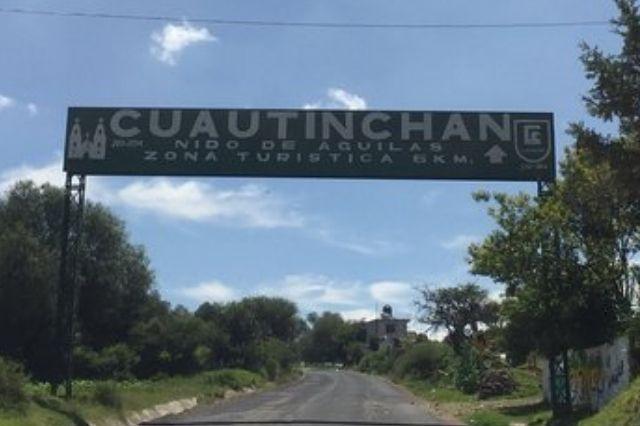Con mantas y cabezas de cerdo amenazan a candidatos de Cuautinchán