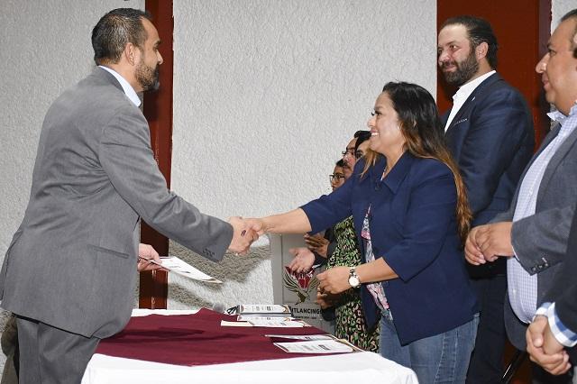 Conferencias para microempresarios en Cuautlancingo con apoyo de Canacope