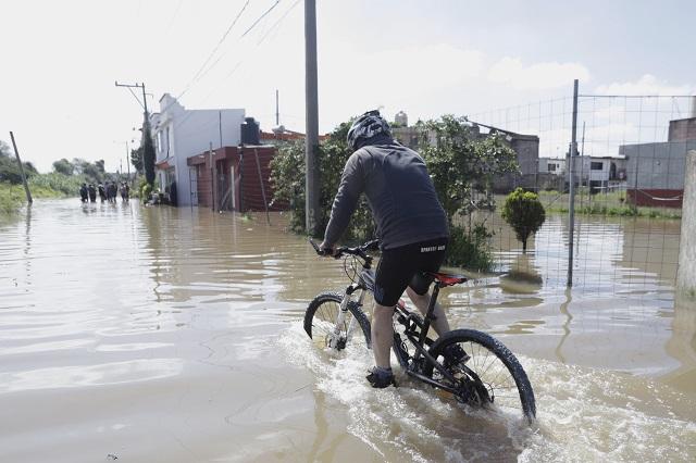 Tromba colapsa en Cuautlancingo vialidades que costaron millonadas