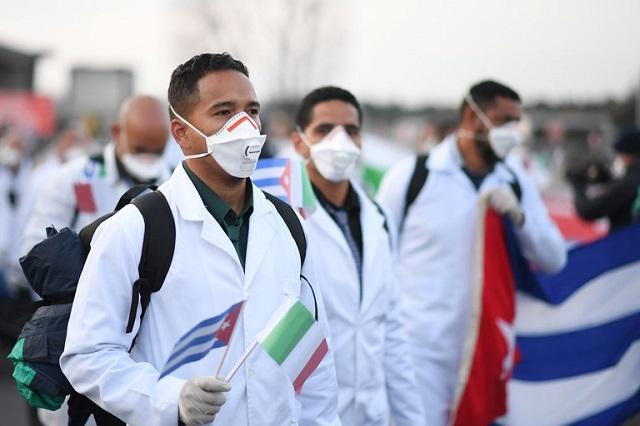 Llegan a México 500 médicos cubanos para atender Covid