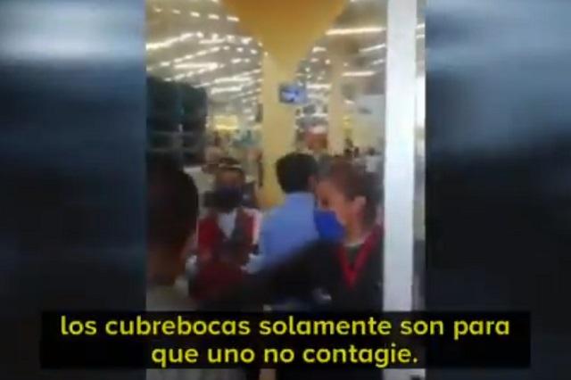 Arman escándalo afuera de Walmart y aluden a López Gatell