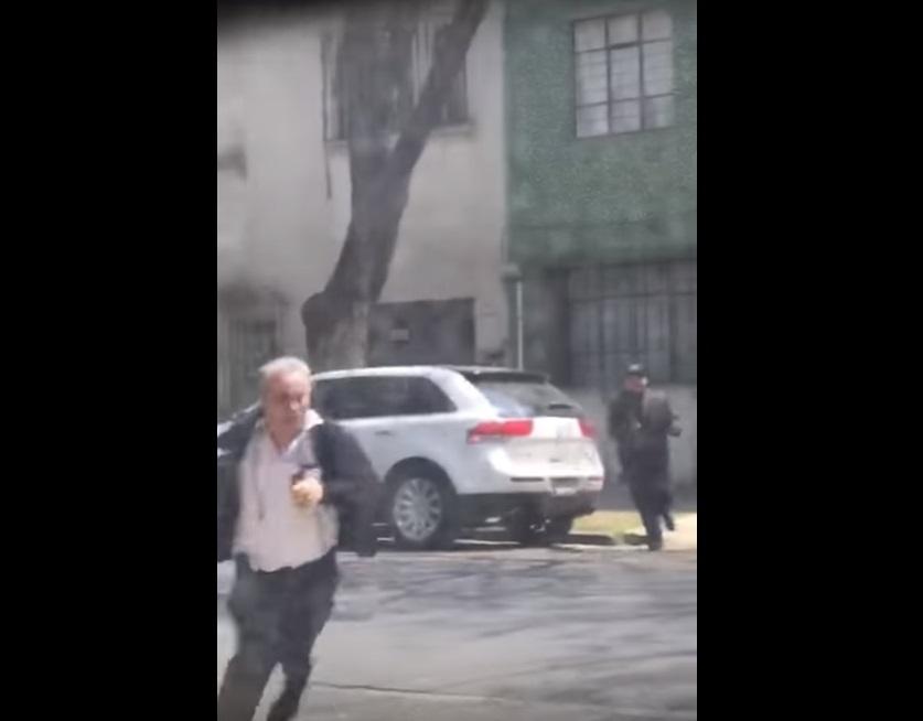 Por segundos, hombre se salva de un asalto #VIDEO