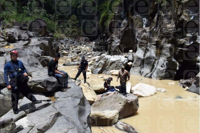 Localizan segundo cuerpo de accidente en Tlatlauquitepec