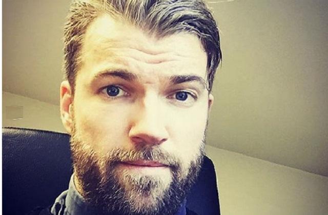 5 fotos del sexy cura que se parece a Chris Hemsworth