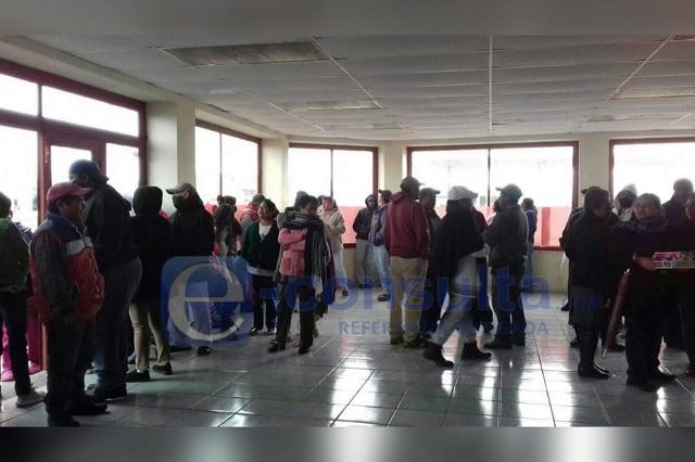 Se manifiestan contra alcaldesa de Cuyoaco por falta de agua potable