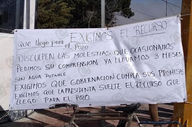 Habitantes de Cuyoaco cierran la Amozoc-Nautla por falta de agua