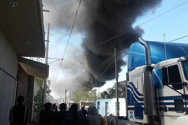 Estalla bodega de combustible robado en barrio de Tecamachalco