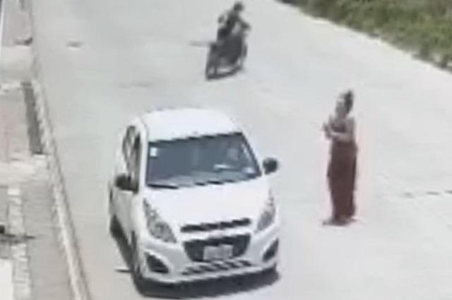 Graban robo de auto a una mujer rumbo a Coronango